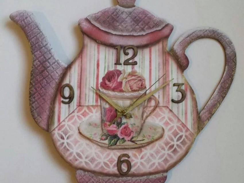 Come creare un orologio da cucina decorato con lo stencil