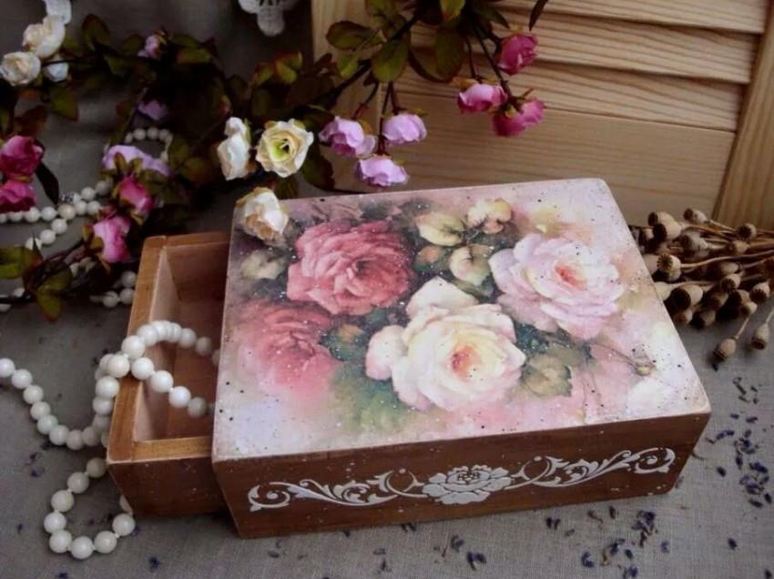 Come decorare una scatola in legno con rose