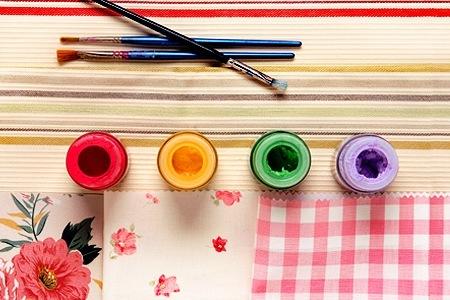 Come dipingere sul tessuto con l'aiuto dello stencil