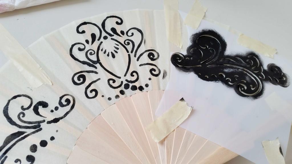 decorare un ventaglio con acrilici