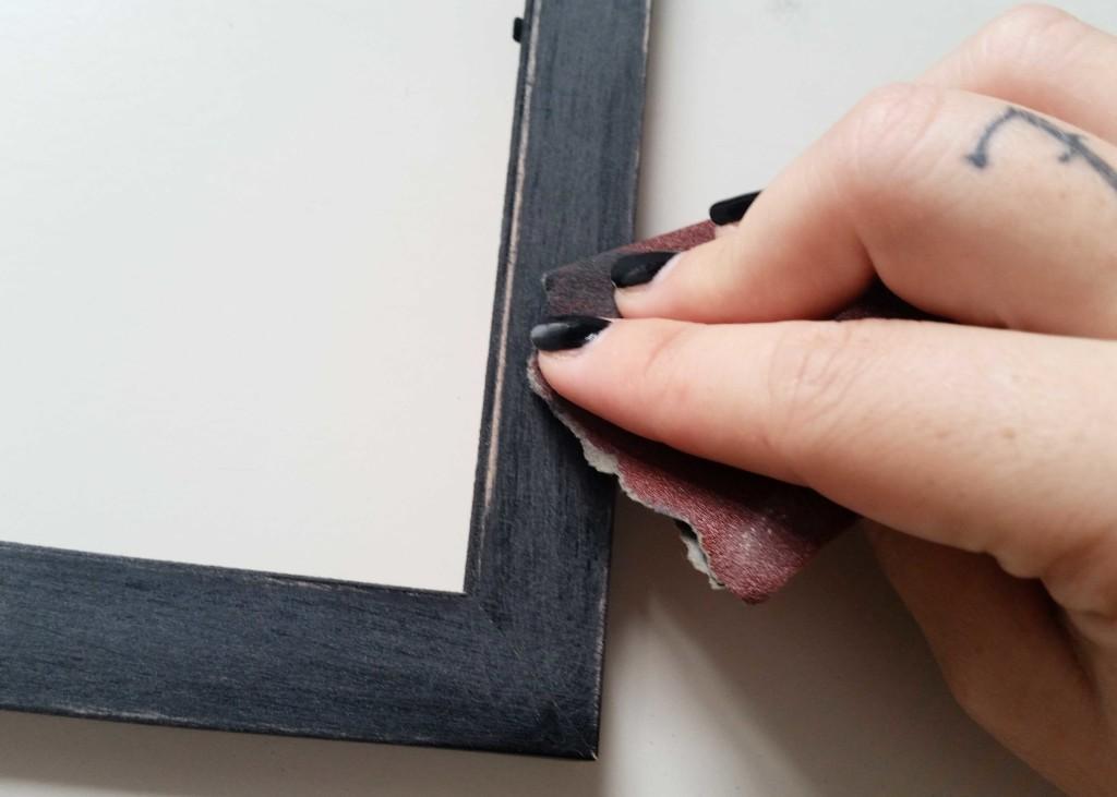 decorare una cornice con colori acrilici