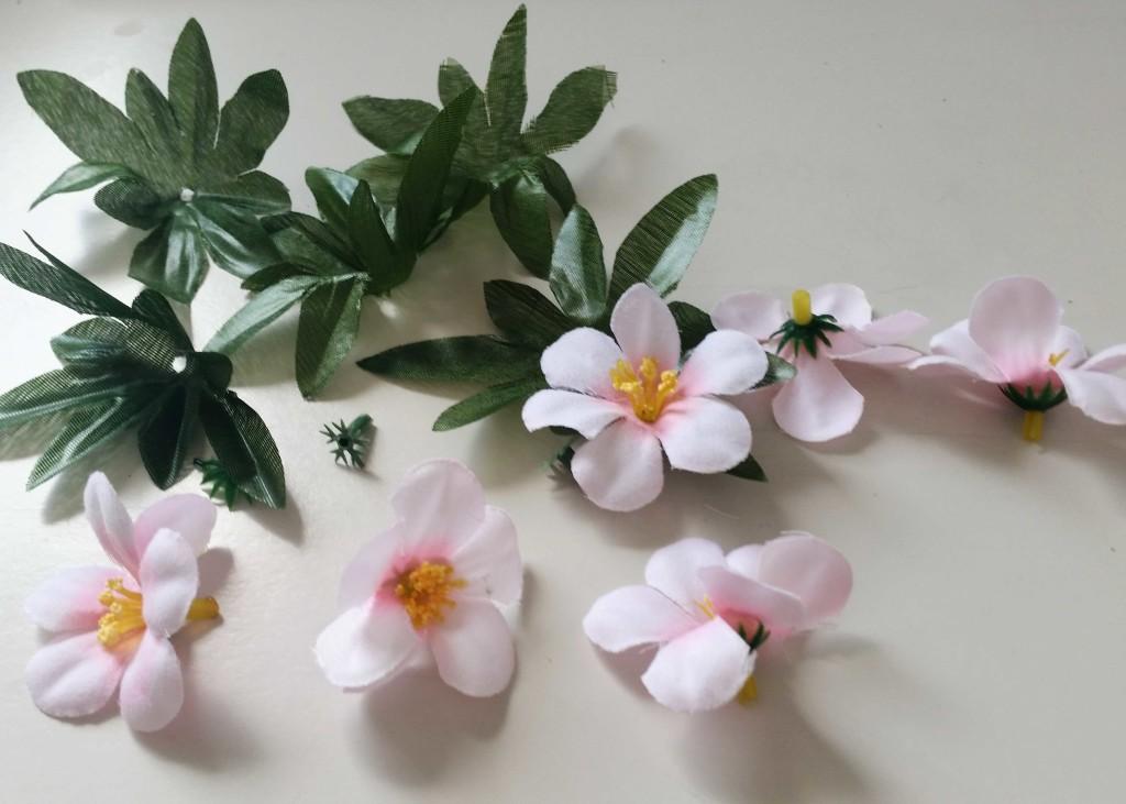 come decorare una cornice per foto con fiori