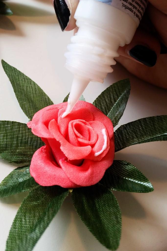 decorare a mano un portafoto con fiori