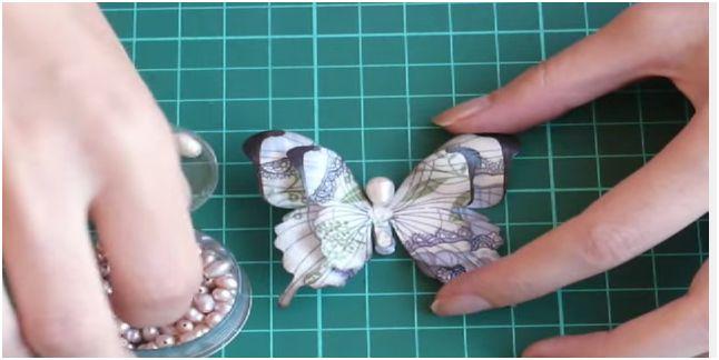 Come realizzare a mano fiori di carta e farfalle