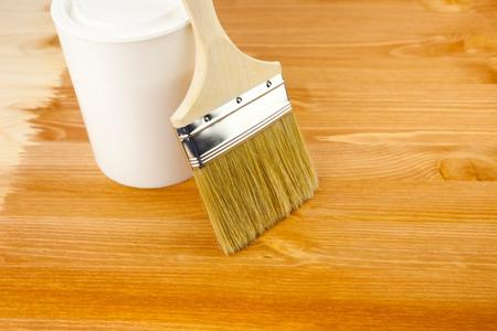 Come dipingere sul legno. Consigli e accorgimenti