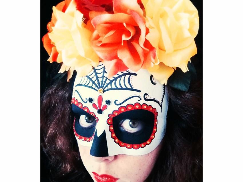 Come decorare una maschera per Halloween in stile Sugar Skull