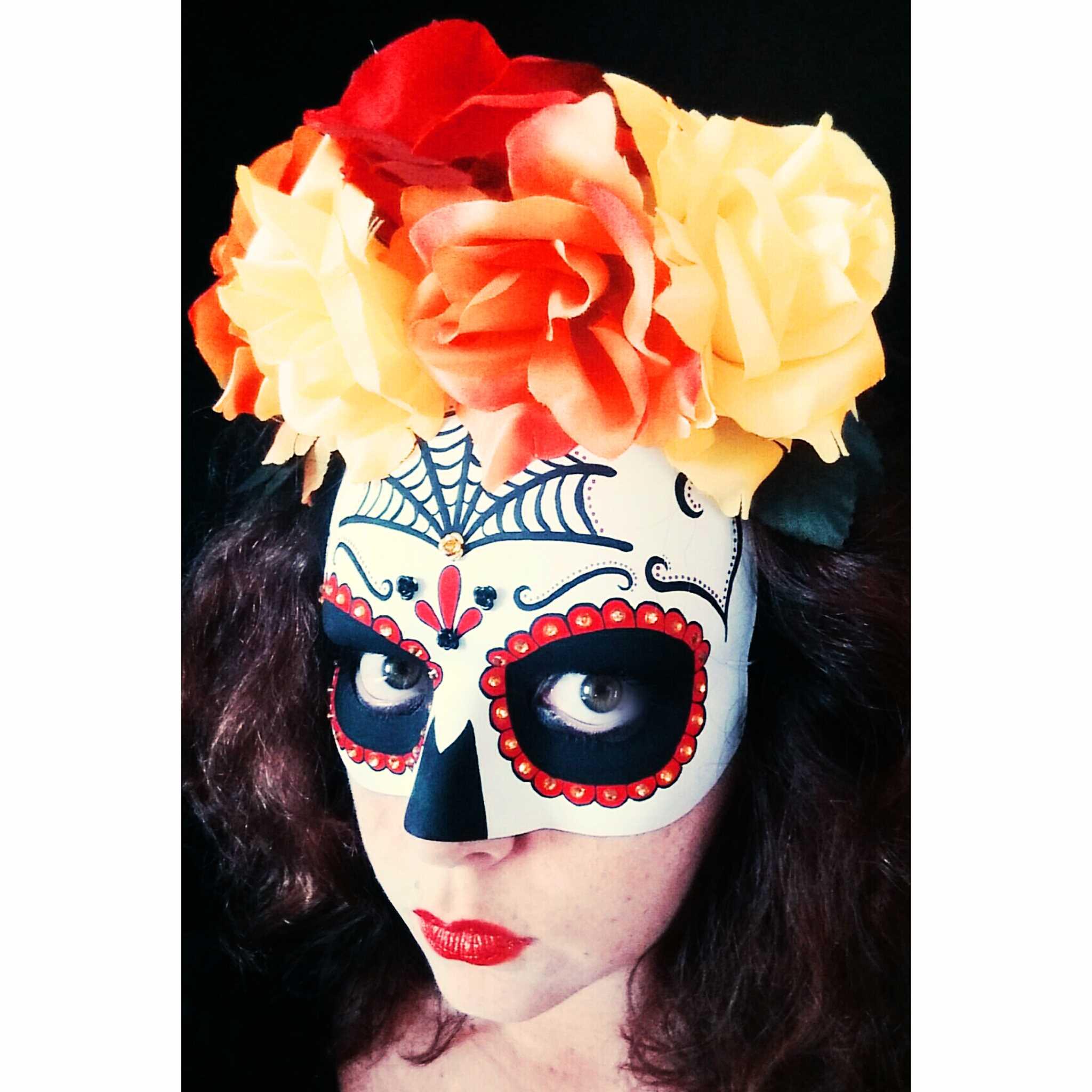Come decorare a mano una maschera per halloween for Decorare una stanza per halloween