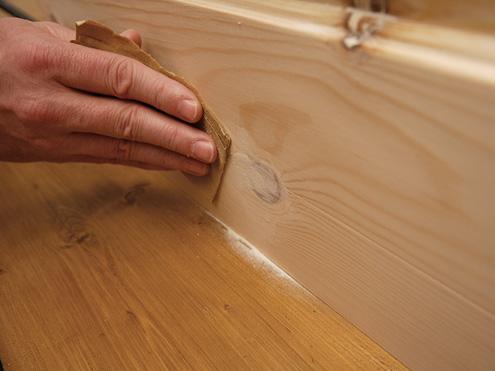 Come antichizzare un mobiletto di legno