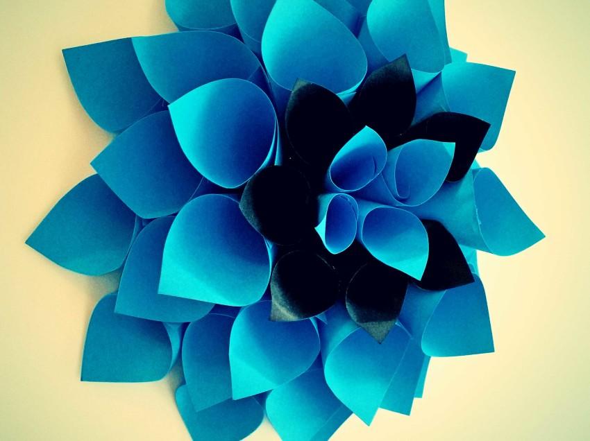 Come creare una decorazione floreale da parete o per la tavola