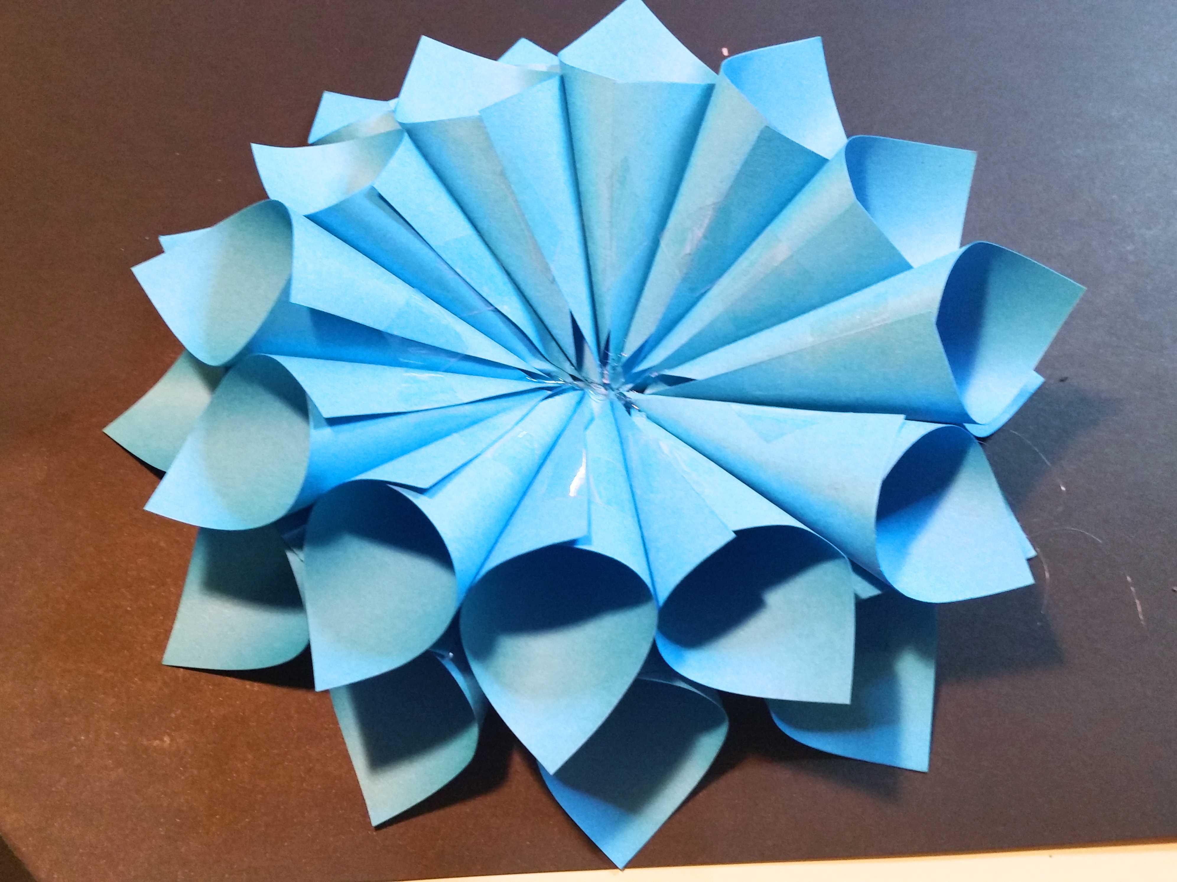 Come creare un fiore di carta fai da te per decorare la casa for Cose fai da te