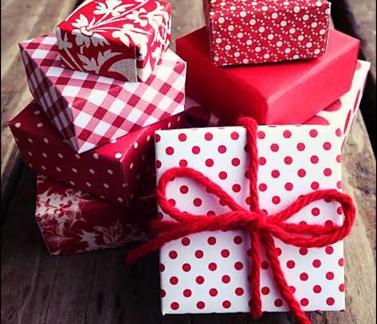 Come usare la carta da découpage per fasciare i regali di Natale