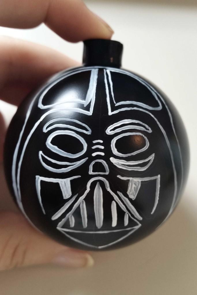 come decorare una pallina di Natale in stile star wars