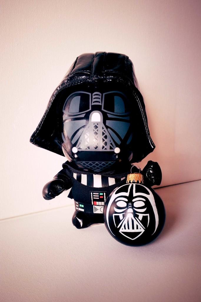 come decorare una pallina di Natale fai da te con Darth Vader