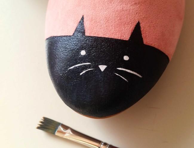 come dipingere un gatto sulle scarpe