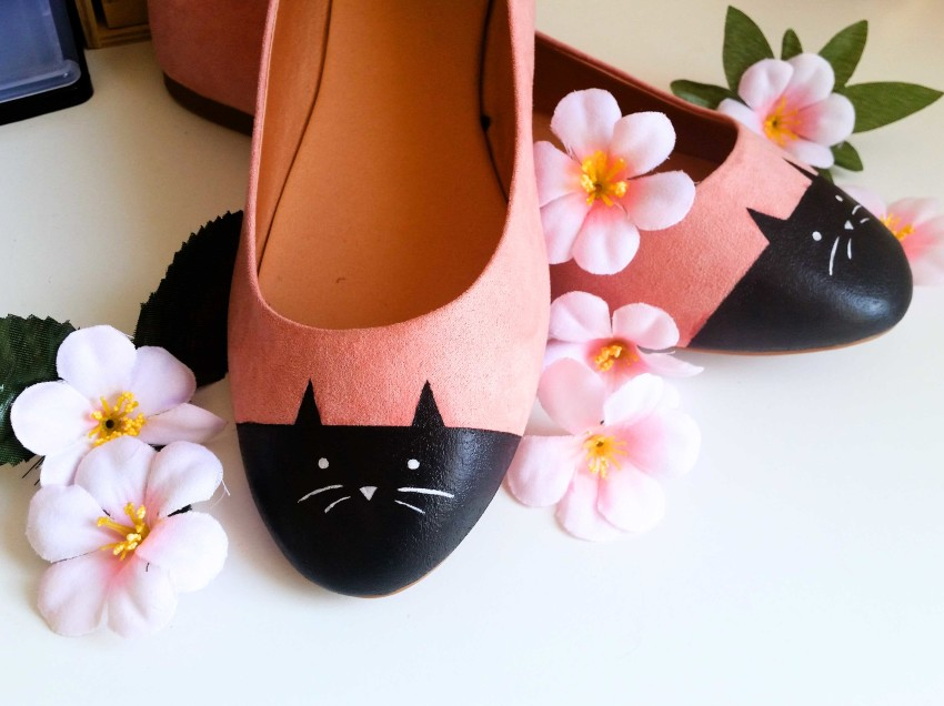 Come realizzare ballerine decorate a mano con un gatto